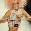Model walks runway at Betsey Johnson show — Foto Stock