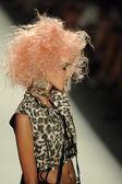 Model v betsey johnson módní přehlídka模型在贝齐约翰逊时装秀 — Stock fotografie
