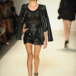 Model walks runway at Rachel Zoe show — Foto de Stock