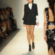 Model walks runway at Rachel Zoe show — Stock fotografie