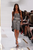 Joan Small at Diane Von Furstenberg fashion show — Stock Photo