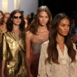 Models during Diane Von Furstenberg fashion show — Stock Photo
