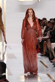 Model during Diane Von Furstenberg fashion show — Stock Photo