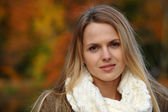 Portrait of beautiful blond model posing in a autumnal park — Stock Photo
