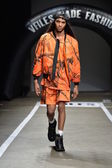 Model walks runway for designs of ASSK — Stock Photo