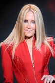 Joan Van Ark wearing Mark Zunino — Stock Photo