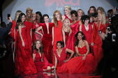 Celebrity models at Go Red For Women — ストック写真