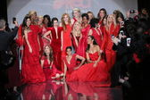 Celebrity models at Go Red For Women — Foto de Stock