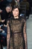 Model at Vera Wang fashion show — Stockfoto