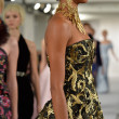 Model walks runway at Oscar De LRenta — Stock Photo #40875373