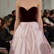 Model walks runway at Oscar De LRenta — Stock Photo #40875389