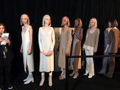 Modeller på backstage på marc jacobs modevisning — Stockfoto