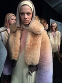 Modelle bei hinter den Kulissen bei Marc Jacobs Modenschau — Stockfoto