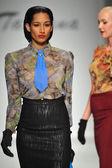 Model walks runway at Tatyana Designs — Stockfoto