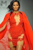 Model at Walter Mendez fashion show — Stock Photo