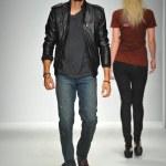 Model walks runway at Artistix show — Stock Photo #42553267