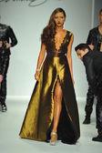 Model at Andre Soriano fashion show — Stock Photo