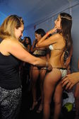 Model gets ready backstage at Miss Kinsman show — Stock Photo