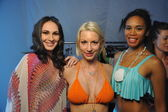 Models pose backstage at Miss Kinsman show — Stock Photo