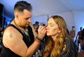 Model gets ready backstage at Miss Kinsman show — ストック写真