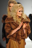 Models at Hallie Sara fashion show — Stock Photo
