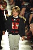 Model, ralph lauren çocuk moda defilesi — Stok fotoğraf