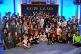 Cast of Matilda musical with models — Stock Photo