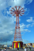 Coney Island Boardwalk with Parachute Jump — Stock Photo