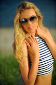 Blonde woman wearing sunglasses — Stock Photo