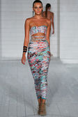 Model walks runway at Keva J. collection — Stock Photo
