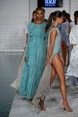 Models walks runway at Meskita collection — Stock Photo