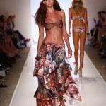 Model walks at Cia Maritima collection at Cabana Grande — Stock Photo #50073845