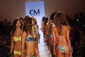 Models walk at Cia Maritima collection at Cabana Grande — Stock Photo