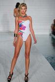 Model walks  at Lila Nicole collection — Stock Photo