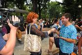 Artist Andy Golub giving away TV interview — Foto Stock