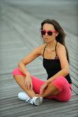 Frau ausruhen am strand — Stockfoto