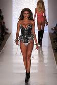 Yara Khmidan walks runway at Beach Bunny Swim collection — Stock Photo