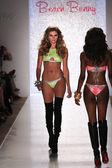 Model walks runway at Beach Bunny Swim collection — 图库照片