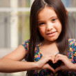 Little girl makes a gesture in the form of the heart — Foto de Stock