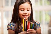 Lápices colorido linda chica holding — Foto de Stock