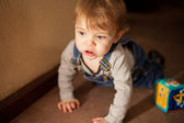Crawlen Babyjunge — Stockfoto