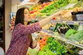 Cute brunette buying some groceries — Stock Photo