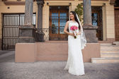 Hispanic bride outside courthouse — Stock Photo