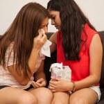 adolescente y llorando amigo en casa — Foto de Stock   #51469529