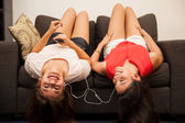 Girl and friend listening to music — Stock Photo