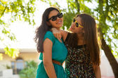 Girls hanging out and wearing sunglasses — Stock Photo