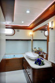 Bathroom of luxury sailboat — Stockfoto