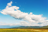 Landscape with mountain views, blue sky and beautiful clouds. — Stock Photo