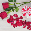 Valentines Day gift, roses and paper on wooden background. — Stock Photo #38682549