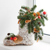 Christmas arrangement of felt boot decorated with toys. — Stock Photo
